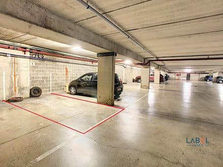 Parking space or garage<span>13</span>m² for rent Huy