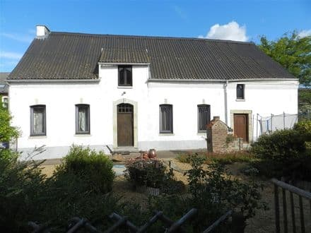 House<span>298</span>m² for rent