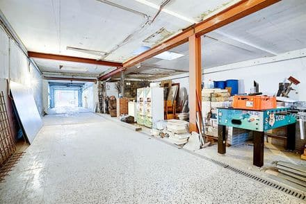 Warehouse<span>325</span>m² for rent