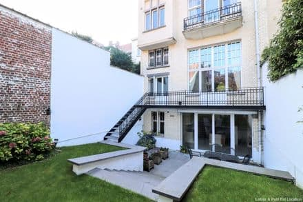 House<span>800</span>m² for rent