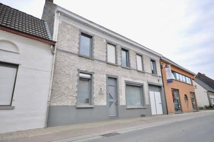 House<span>220</span>m² for rent Kluisbergen