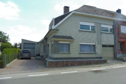 House<span>310</span>m² for rent