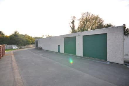 Business<span>380</span>m² for rent