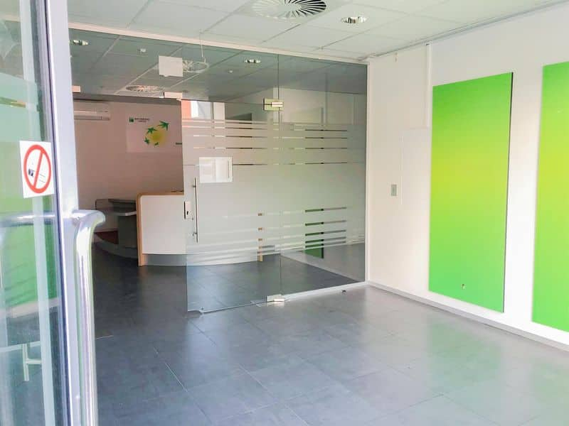 Office or business for rent in Court Saint Etienne