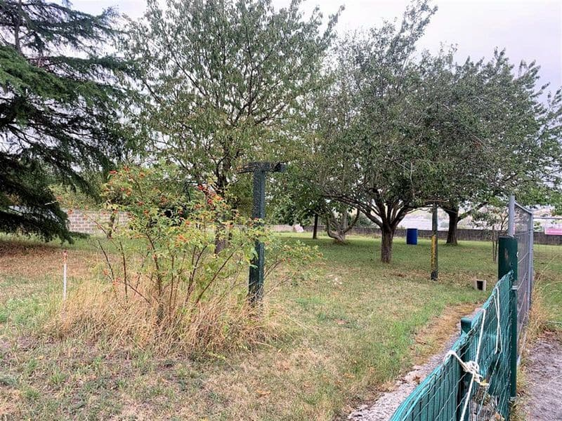 Land for sale in Chatelet