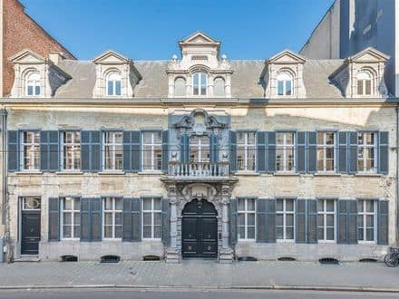 House<span>2074</span>m² for rent Antwerp