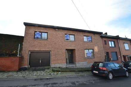 House<span>217</span>m² for rent Gilly
