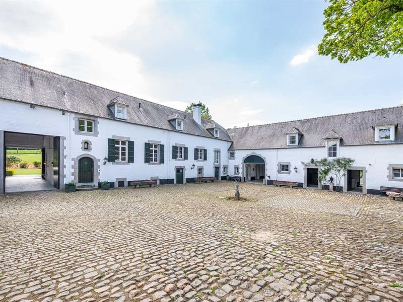 Farmhouse for sale in Ways