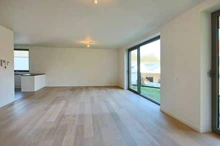 Ground floor flat<span>140</span>m² for rent