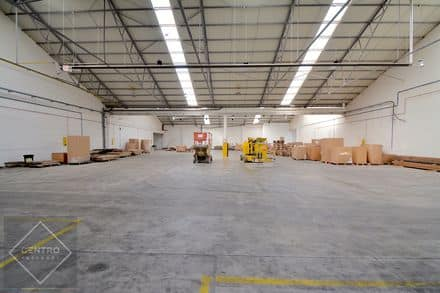 Industrial building<span>3250</span>m² for rent