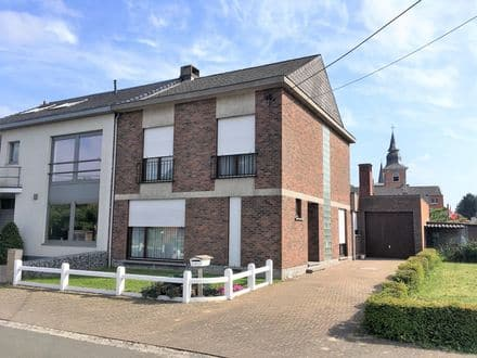 House<span>239</span>m² for rent