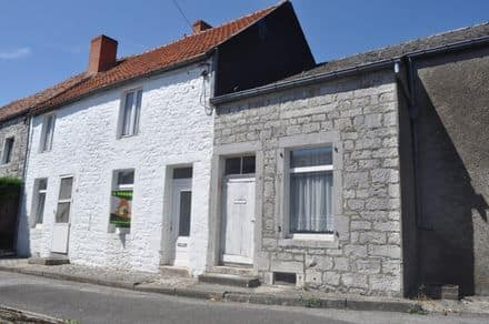 House<span>157</span>m² for rent Cerfontaine