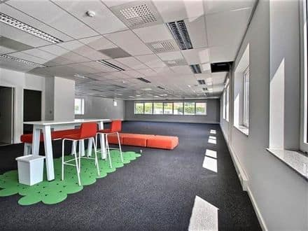 Office<span>243</span>m² for rent