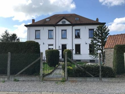 House<span>395</span>m² for rent