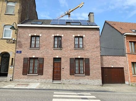 House<span>165</span>m² for rent Neder Over Heembeek