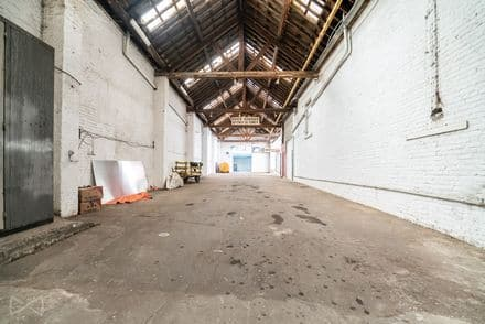 Warehouse<span>1100</span>m² for rent