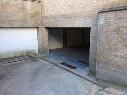 Inside box<span>15</span>m² for rent
