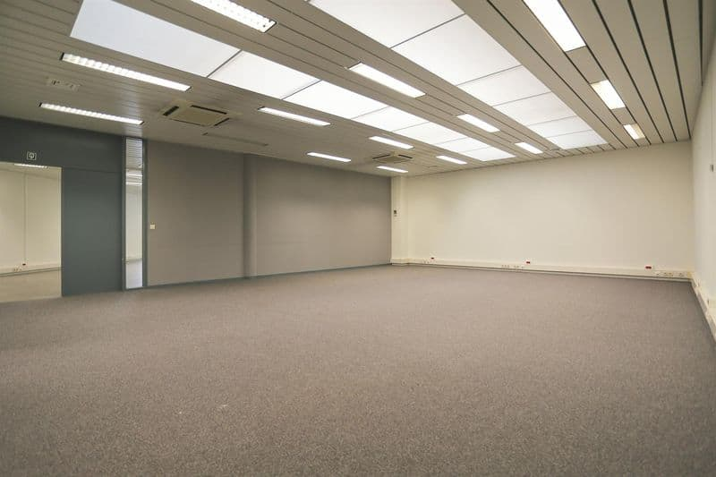 Office or business for rent in Halle