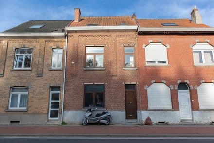 House<span>210</span>m² for rent Beersel