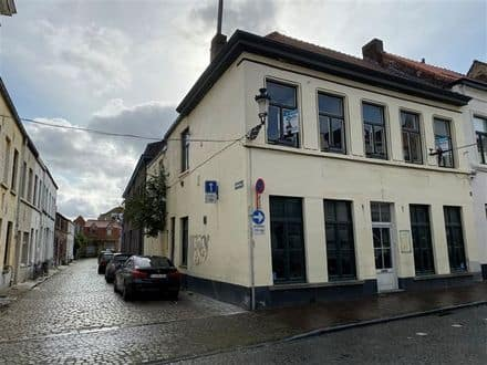 House<span>350</span>m² for rent Brugge