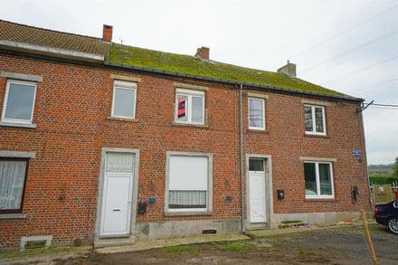 House<span>110</span>m² for rent Roux