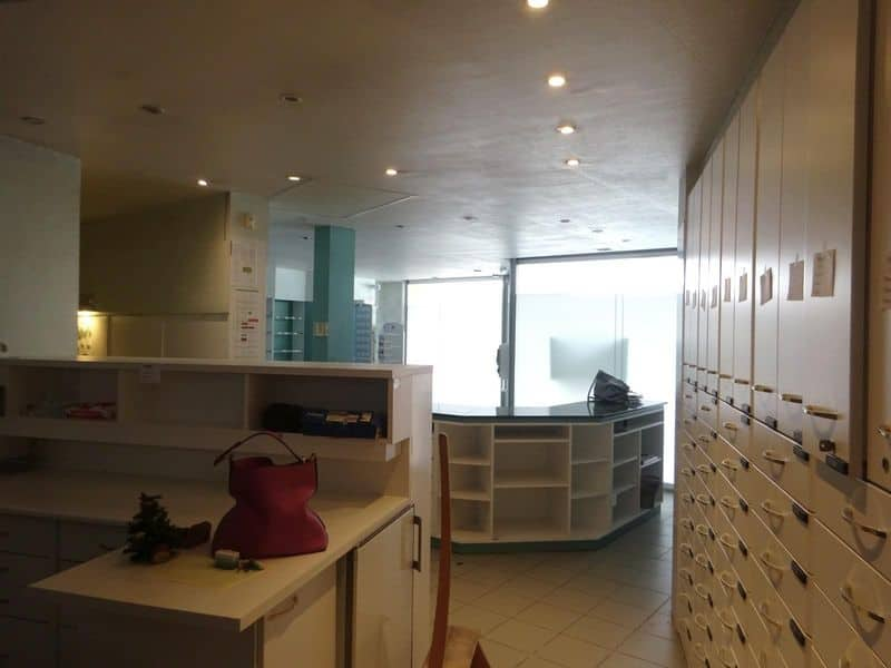 Office or business for rent in Dour