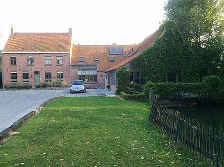 House<span>875</span>m² for rent Lo Reninge