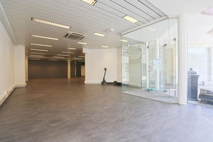 Office or business<span>286</span>m² for rent Halle