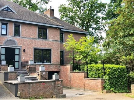 House<span>345</span>m² for rent