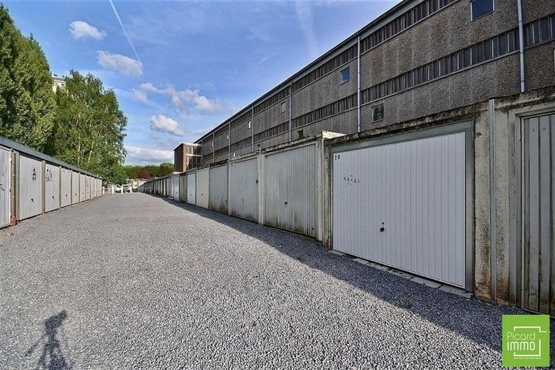 Parking space or garage for rent in Seraing