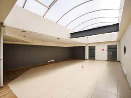 Office or business<span>560</span>m² for rent
