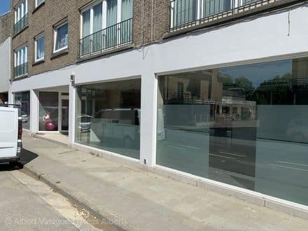 Business<span>231</span>m² for rent