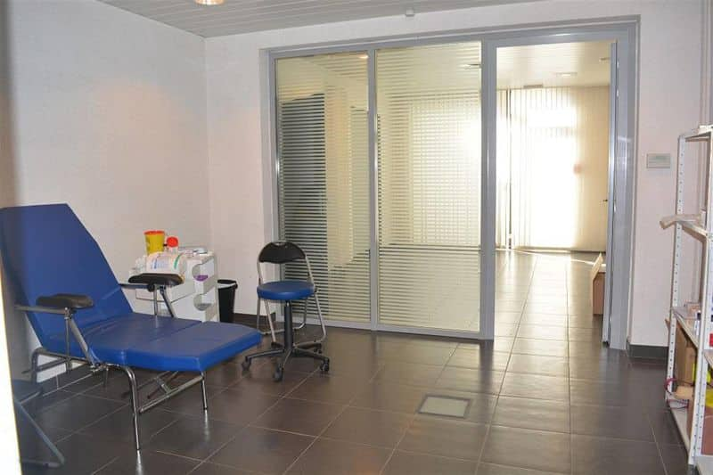 Office or business for rent in Manage